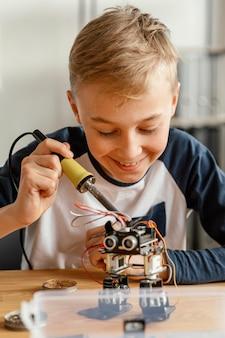 Robot che fa bambino