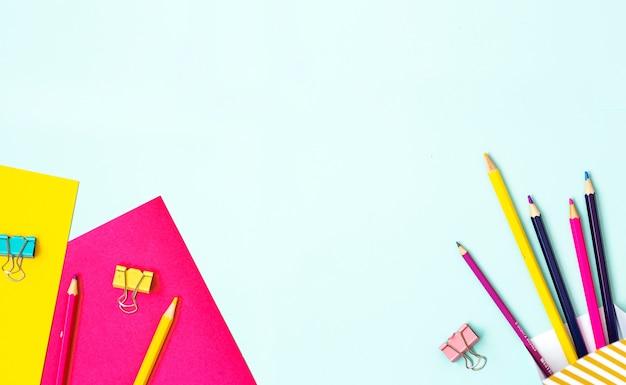 Bambini arte concetto colorato piatto laici