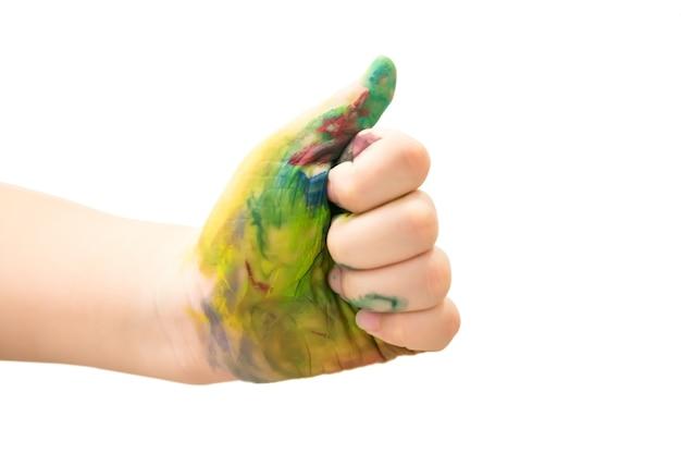 Bambini a mano, spalmati di vernice multicolore isolata. pollice su