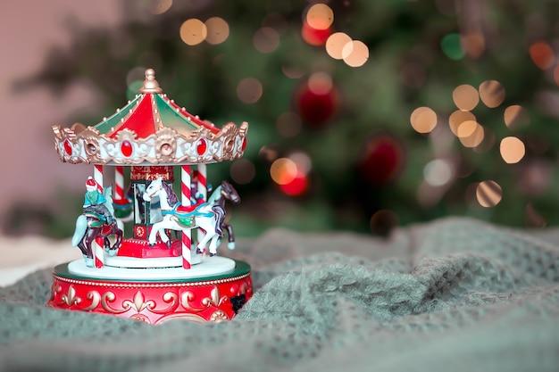 Giostra giocattolo per bambini nel periodo natalizio