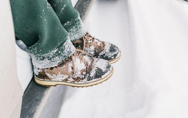 Scarponi invernali per bambini dopo una passeggiata tutta sulla neve.