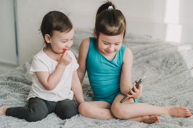 Dipendenza dei bambini da gadget di apprendimento online per bambini in età prescolare dipendenza da telefoni cellulari