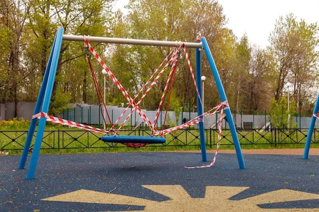Il parco giochi per bambini è chiuso a causa di pandemia, epidemia