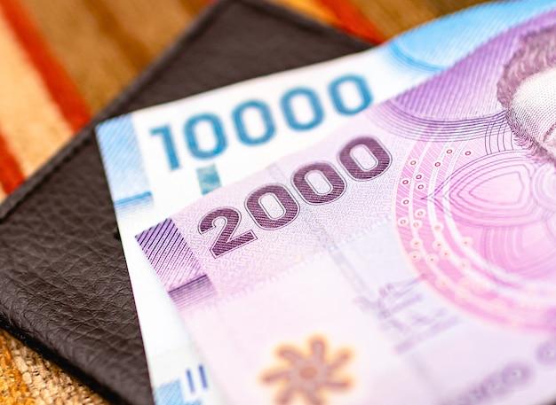 Banconote in peso cileno che sono i soldi del cile in fotografia da vicino
