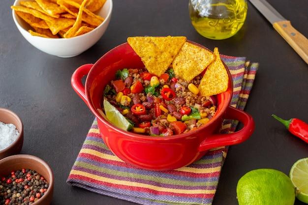 Chili con carne con patatine nachos. cibo messicano. cucina nazionale.
