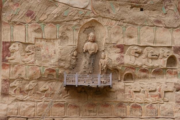 Pittura in rilievo della grotta del tempio di la shao tradizionale antica cinese nelle grotte della cortina d'acqua di tianshui wushan
