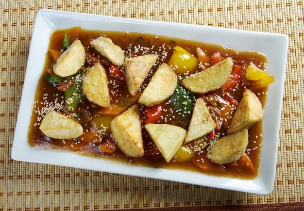 Cucina cinese .stufato di montone con verdure