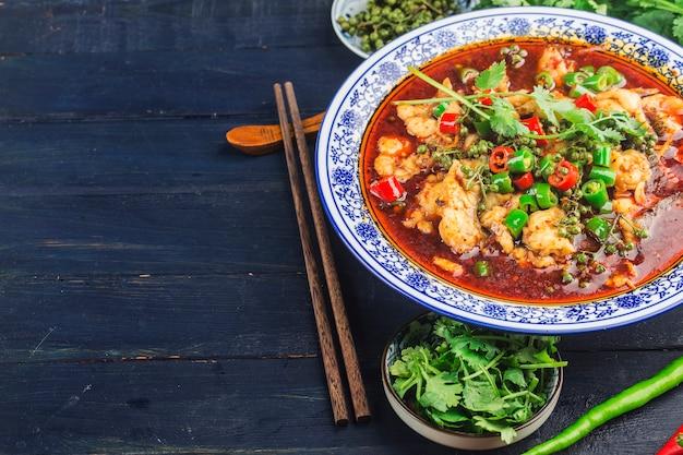 Una prelibatezza cinese di pesce bollito