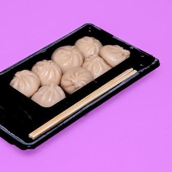 Gnocchi cinesi concetto di cibo minimal