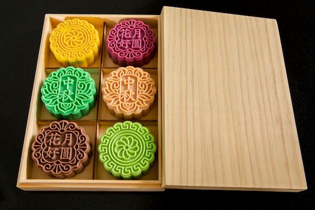 Festival cinese, riunione di famiglia festival di metà autunno, confezione regalo di sapone a forma di torta di luna Foto Premium