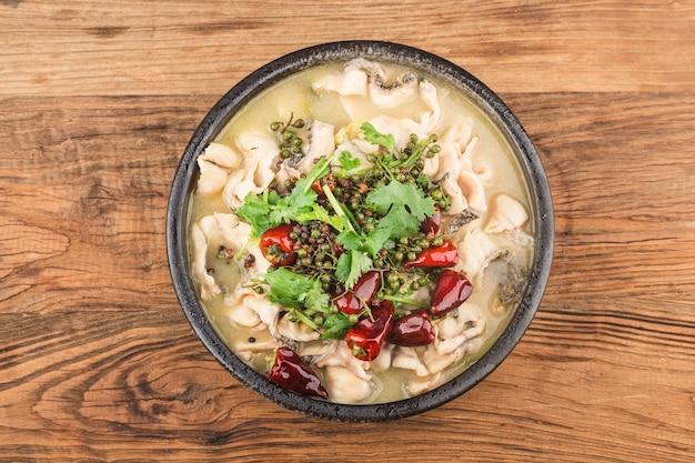 Cibo cinese. delizioso pesce in salamoia