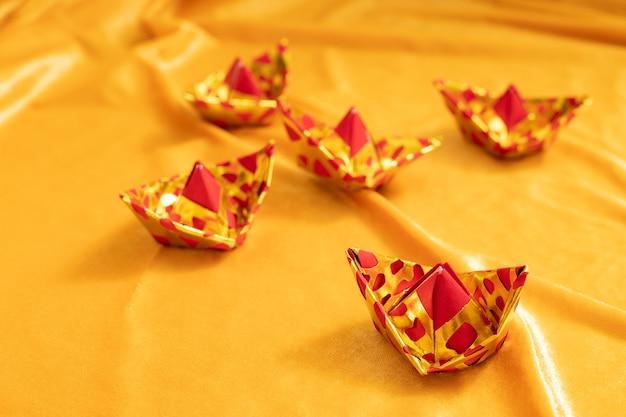 Ornamento cinese per cerimonia funebre per defunti con carta argento dorato