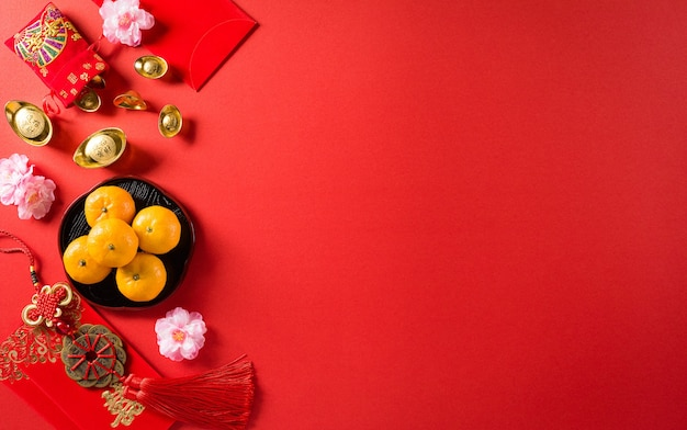 Decorazioni per la festa del capodanno cinese pow o pacchetto rosso, lingotti arancioni e oro