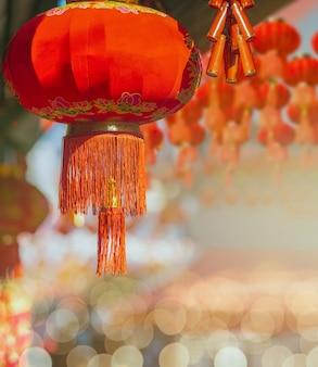 Lanterne cinesi del nuovo anno nella zona della città della cina.