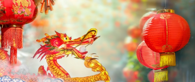 Lanterne cinesi del nuovo anno a chinatown. il carattere fu sulla lanterna significa buona fortuna.