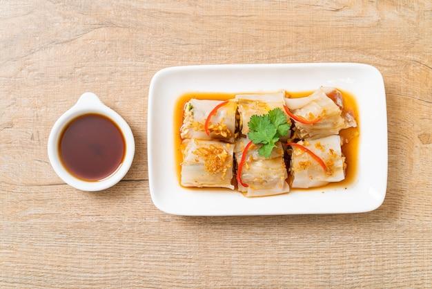 Involtini di spaghetti di riso al vapore cinesi - stile alimentare asiatico
