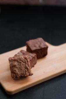 Brownie al cioccolato piazze sul tagliere