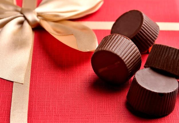 Cioccolatini in confezione regalo rossa