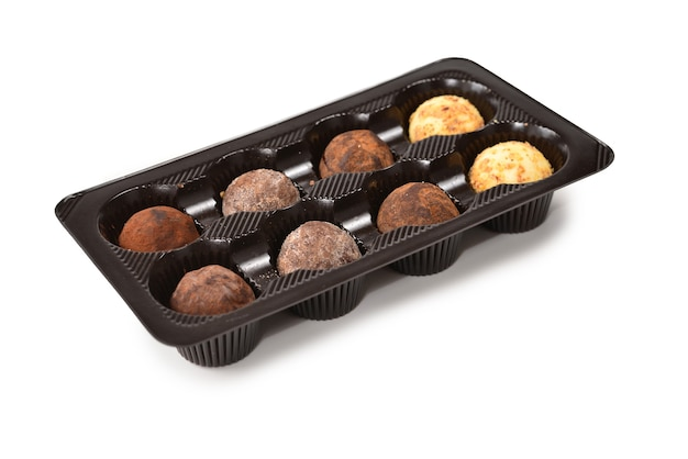 Collezione di cioccolatini in scatola di plastica. Foto Premium