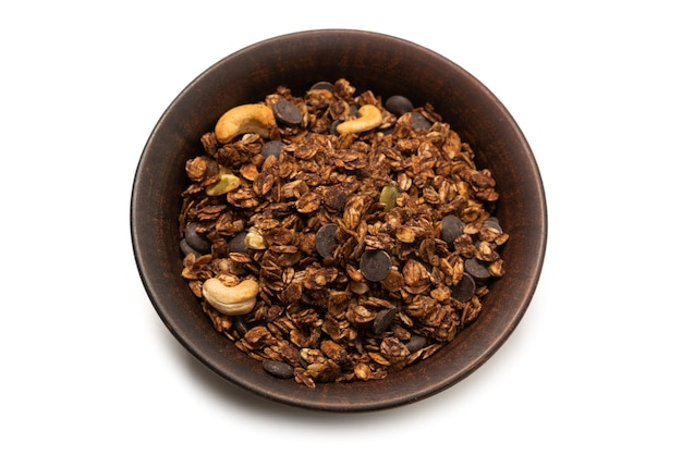 Cereali di muesli al cioccolato con noci in una superficie della ciotola