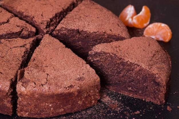 Torta di fango al cioccolato sul nero