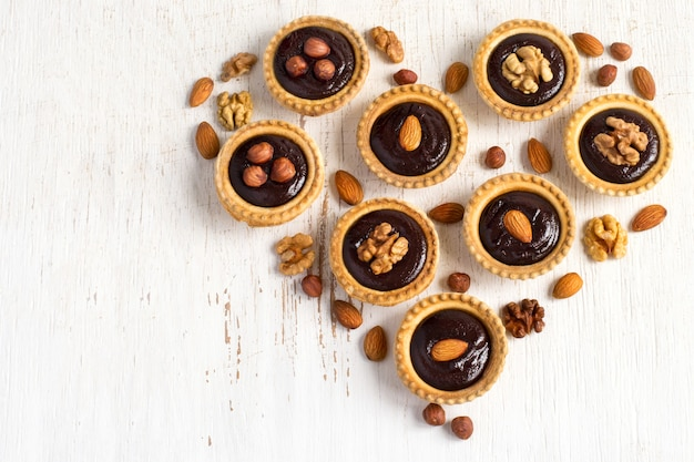 Crostata di noci al cioccolato a forma di cuore