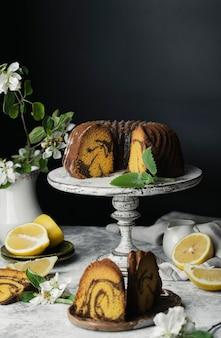 Ciambellone cioccolato e zucca e scorza di limone al supporto