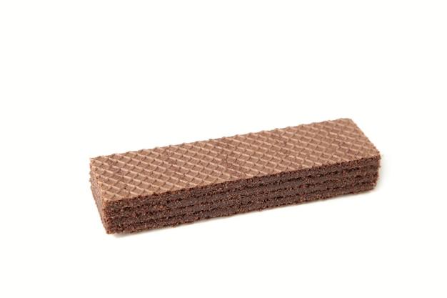 Wafer al cioccolato isolato su bianco