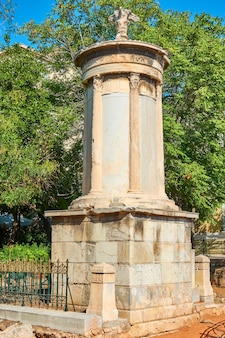 Il monumento coragico di lisicrate (334-333 a.c.) nel distretto di plaka ad atene, grecia