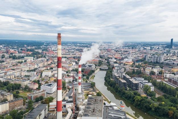 Camini chp sopra la città di wroclaw, ecologia in città. polonia