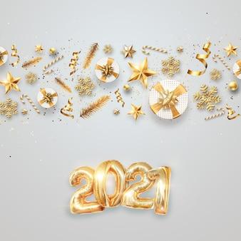 Sfondo di natale, iscrizione 2021 con palline dorate su sfondo chiaro.