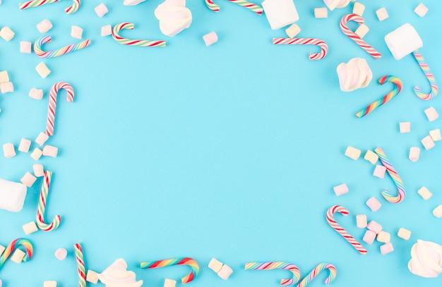 Sfondo di natale. con canna al caramello e marshmallow