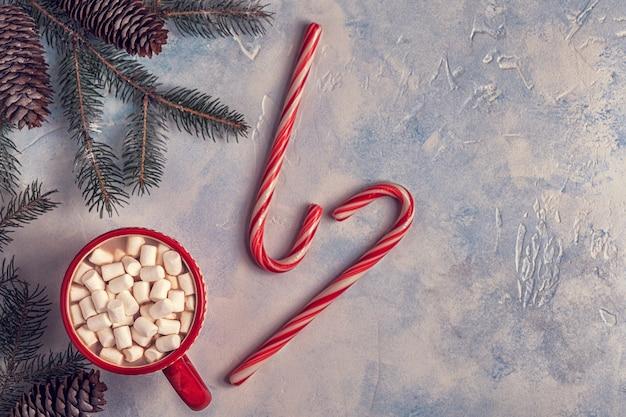 Sfondo di natale con cioccolata calda e marshmallow