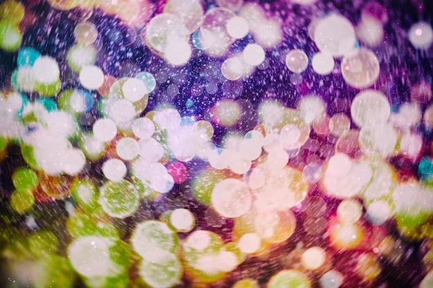 Fondo d'ardore del bokeh di natale. sfondo colorato sfocato astratto di vacanza incandescente. brillante vivido sfocato colorato vacanza di capodanno bokeh