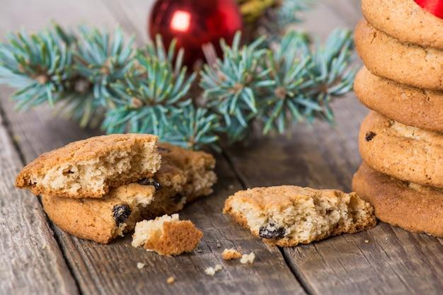 Biscotti natalizi al burro con uvetta