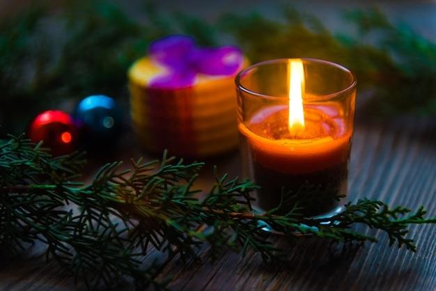 Decorazione di candele natalizie