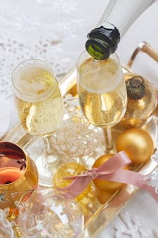 Bicchieri di champagne di natale