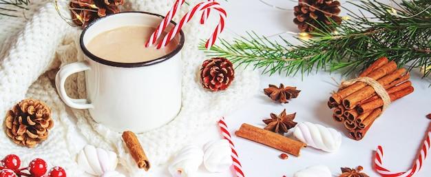 Cacao di natale con marshmallow. nuova vacanza. messa a fuoco selettiva.cibo