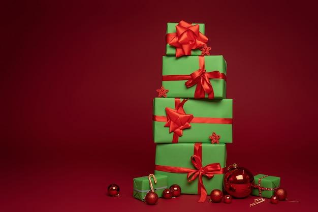 Composizione in natale di scatole regalo verdi