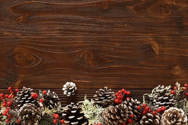 Concetto di natale sulla tavola di legno con lo spazio della copia