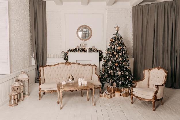 Decorazioni natalizie. addobbi per l'albero di natale e case per le vacanze.