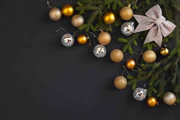Decorazione natalizia su sfondo nero. buon natale e buone feste