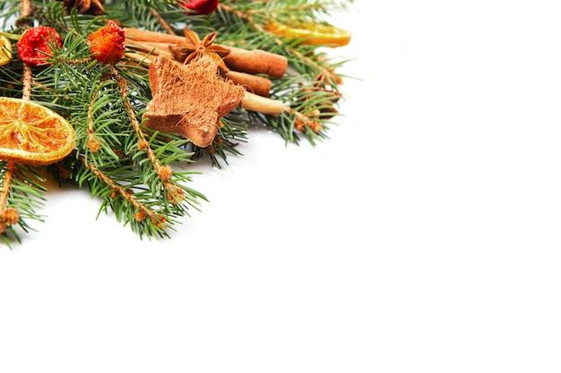 Decorazioni natalizie, arancio, anice stellato e cannella