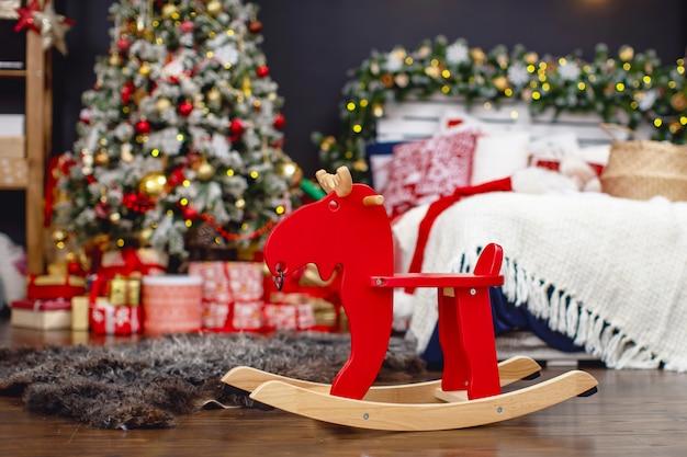 Decorazioni natalizie in una stanza