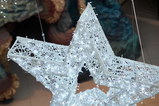 Decorazione natalizia delle ghirlande led del centro commerciale