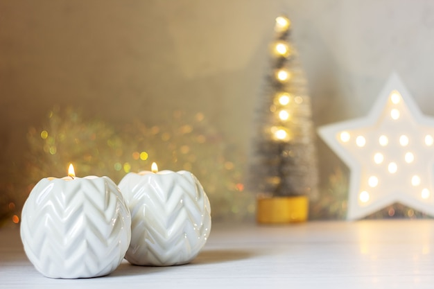 Decorazione natalizia con candele