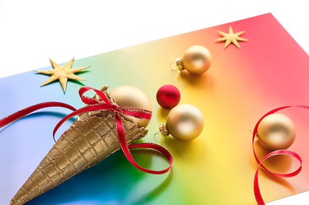 Decorazioni natalizie nei colori della bandiera arcobaleno della comunità lgbtq