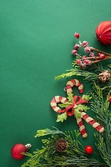 Decorazioni e ornamenti natalizi