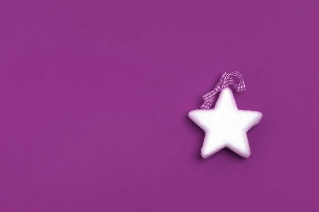 Piatto di natale laici con stella bianca su viola