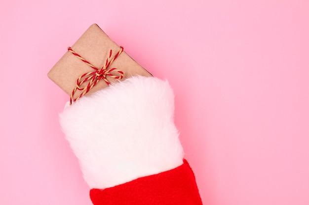 Confezione regalo di natale in un calzino di natale